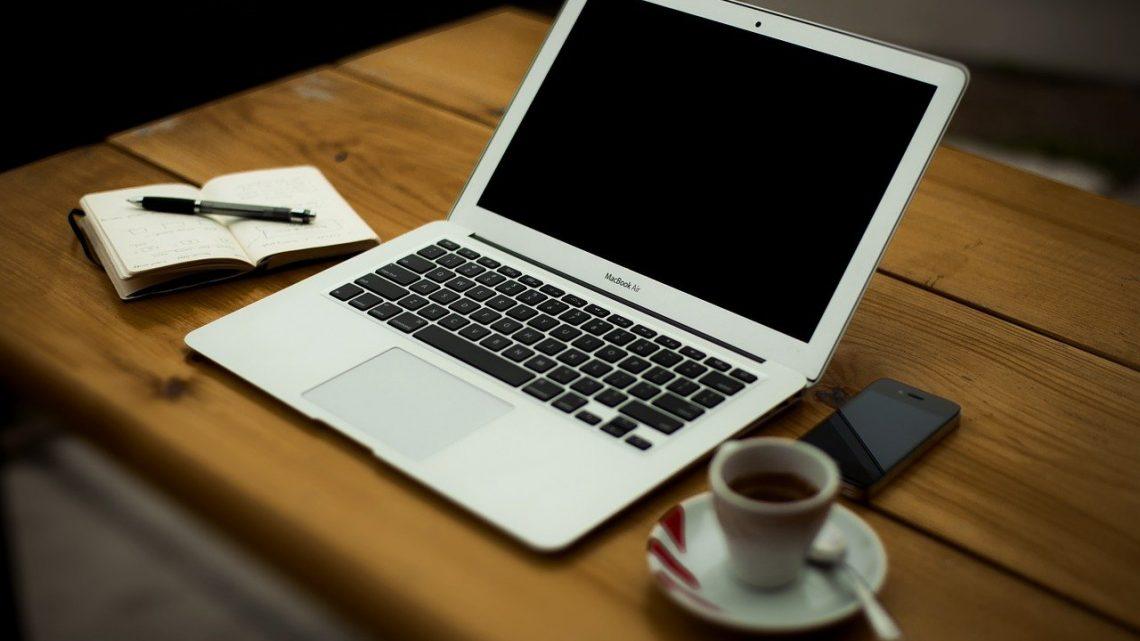 Nowe życie starego laptopa, czyli jak przyspieszyć komputer